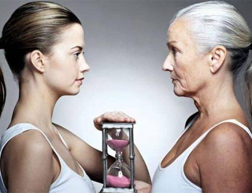 Prsa a stárnutí: jak se mění ženské poprsí s přibývajícím věkem?