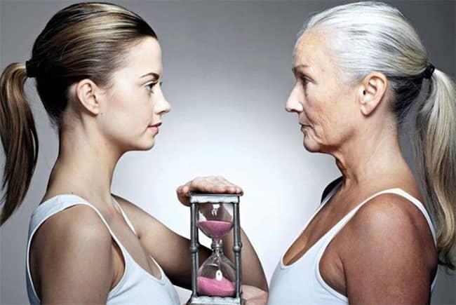 Prsa a stárnutí: jak se mění ženské poprsí s přibývajícím věkem