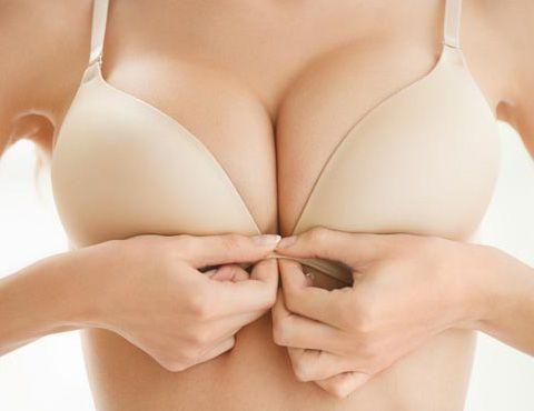 Jak správně vybrat velikost podprsenky - těsná kostice