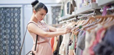 Jak vybrat správné oblečení po zvětšení prsou